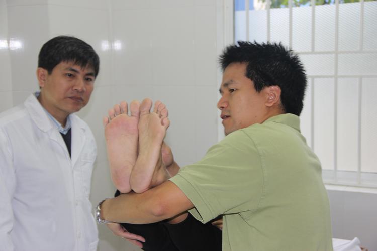 Dr. Nguyen en consultation - Mission à Da Nang - Vietnam 2013